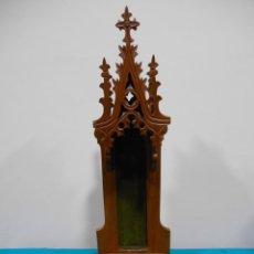 Antigüedades: CAPILLA NEOGOTICA DE MADERA PARA IMAGEN RELIGIOSA - SIGLO XIX -. Lote 135254894