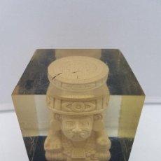 Antigüedades: ANTIGUO CUBO CON BELLA REPRODUCCIÓN DE DEIDAD AZTECA TEMPLOS DEL 500 A.C.. Lote 135257842