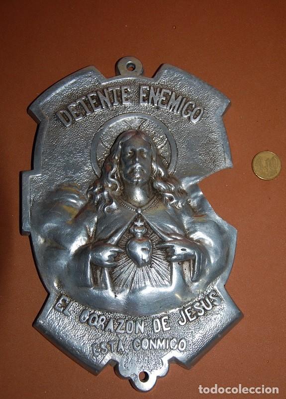 PLACA DETENTE CORAZON DE JESUS AÑOS 20 (Antigüedades - Religiosas - Benditeras)