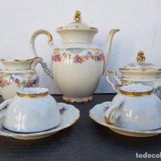 Antigüedades: JUEGO ANTIGUO DE CAFE EN PORCELANA ( TU Y YO ) BAVARIA SELLADO. Lote 135266714