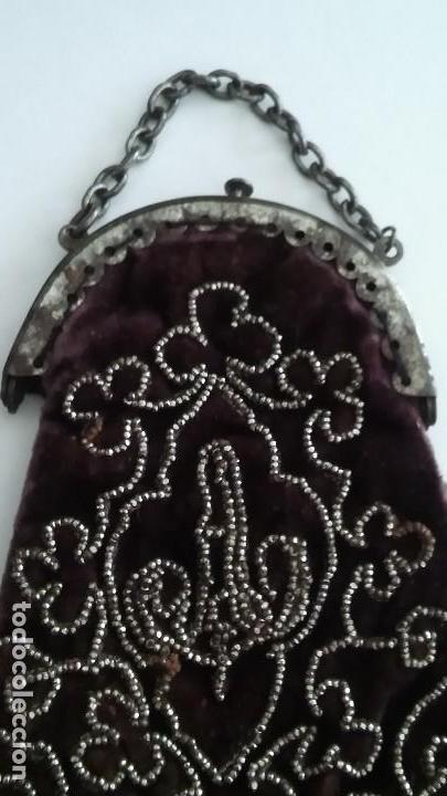 Antigüedades: Miniatura bolso, bolsito monedero de terciopelo bordado, época victoriana (1837-1901) antiguo s XIX - Foto 8 - 113119475