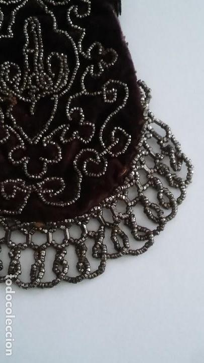 Antigüedades: Miniatura bolso, bolsito monedero de terciopelo bordado, época victoriana (1837-1901) antiguo s XIX - Foto 10 - 113119475