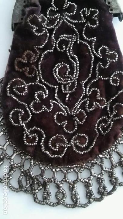 Antigüedades: Miniatura bolso, bolsito monedero de terciopelo bordado, época victoriana (1837-1901) antiguo s XIX - Foto 14 - 113119475