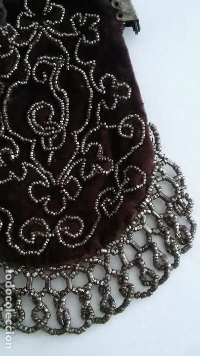 Antigüedades: Miniatura bolso, bolsito monedero de terciopelo bordado, época victoriana (1837-1901) antiguo s XIX - Foto 15 - 113119475