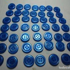 Antigüedades: MAGNIFICOS 48 BOTONES ANTIGUOS VINTAGE AÑOS 50-60 AZULES. Lote 135281274