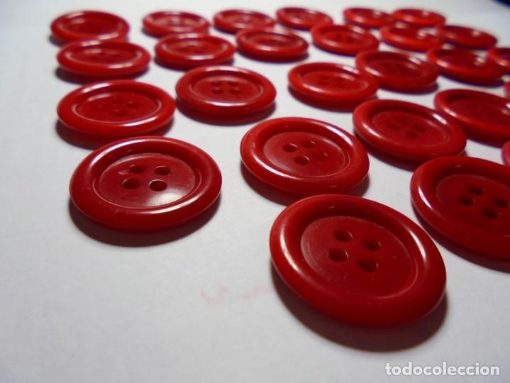 Antigüedades: magnificos 28 botones antiguos vintage años 50-60- en baquelita,rojos - Foto 2 - 135283558