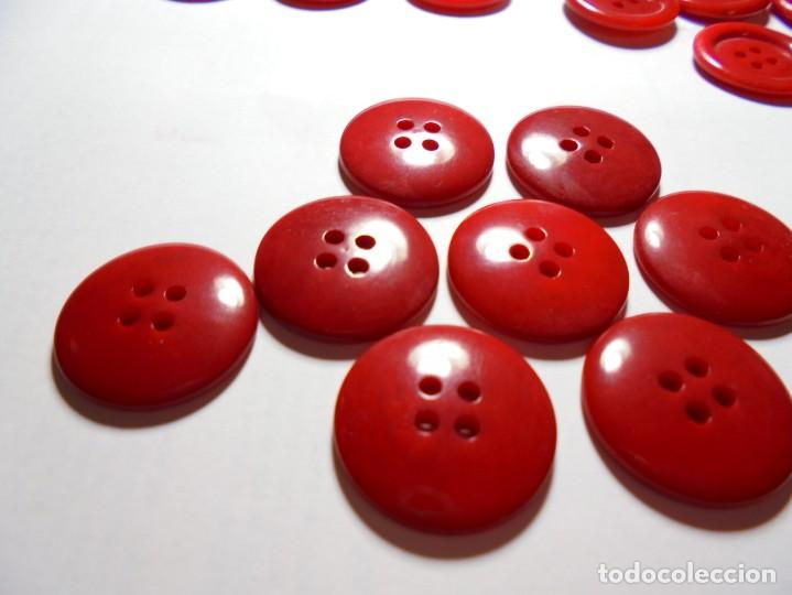 Antigüedades: magnificos 28 botones antiguos vintage años 50-60- en baquelita,rojos - Foto 3 - 135283558