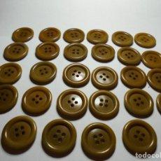Antigüedades: MAGNIFICOS 28 BOTONES ANTIGUOS VINTAGE AÑOS 50-60- EN BAQUELITA,MARRONES. Lote 135283574