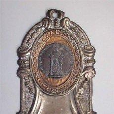 Antigüedades: BENDITERA DE METAL CON PILA DE CRISTAL DE NTRA. SRA. DE LOS SANTOS. ALCALÁ DE LOS GAZULES (CÁDIZ). Lote 135290010
