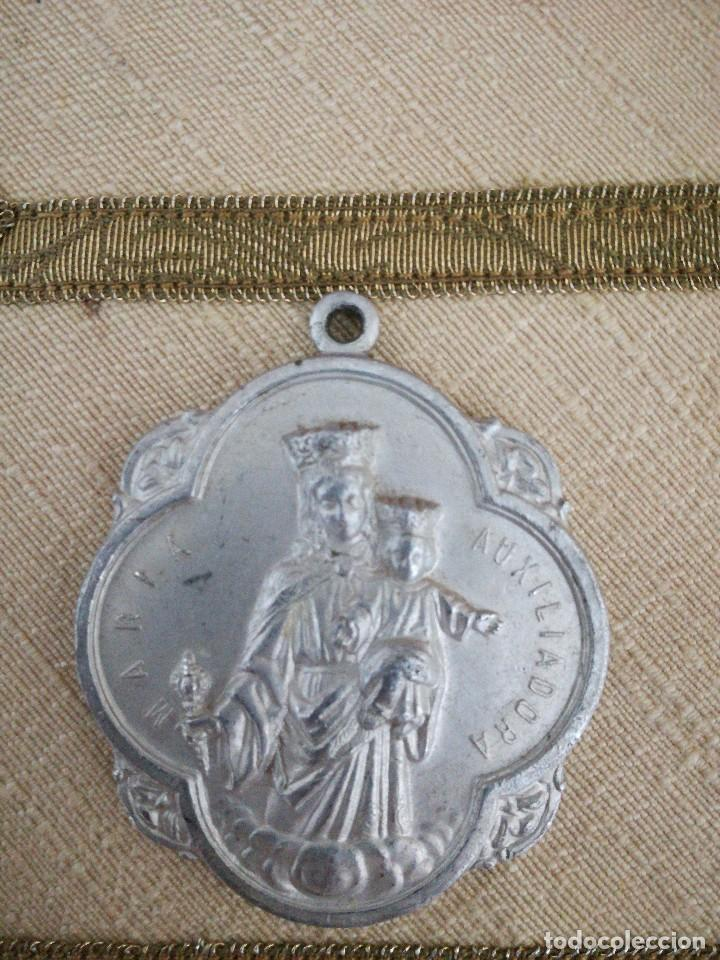ANTIGUA MEDALLA ALUMINIO MARIA AUXILIADORA SAGRADO CORAZON (Antigüedades - Religiosas - Medallas Antiguas)