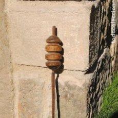 Antigüedades: PIEZA DE TORNO DE HILAR MADERA DE BOJ Y HIERRO. Lote 159832716