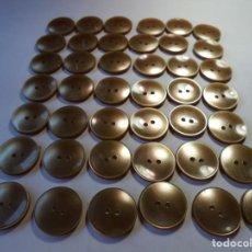 Antigüedades: MAGNIFICOS 42 BOTONES ANTIGUOS AÑOS 50-60,DORADOS PERLADOS. Lote 135308846