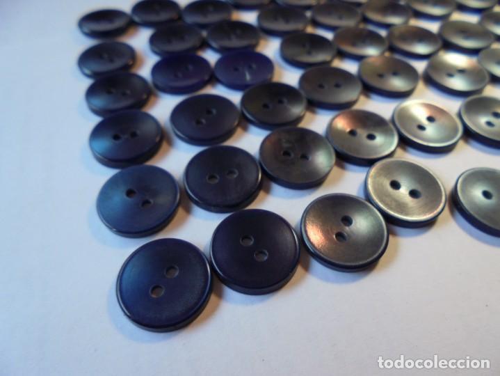 Antigüedades: magnificos 60 botones antiguos,de los años 50-60 azul marino - Foto 2 - 135312434