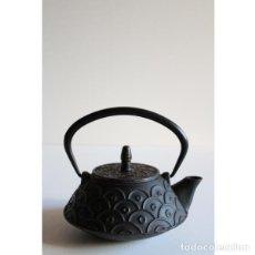 Antigüedades: ANTIGUA TETERA JAPONESA HIERRO. Lote 135324166