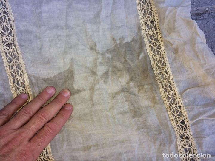 Antigüedades: PAREJA DE CORTINAS-VISILLO. BATISTA DE SEDA O VISCOSA. BORDADOS. ESPAÑA. SIGLO XIX - Foto 8 - 135327770