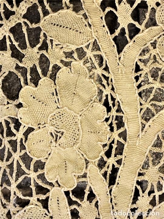 Antigüedades: PAREJA DE CORTINAS-VISILLO. BATISTA DE SEDA O VISCOSA. BORDADOS. ESPAÑA. SIGLO XIX - Foto 17 - 135327770