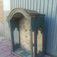 Antiquités: VITRINA POLICROMADA DEL SIGLO XVIII. Lote 146059240
