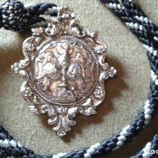 Antigüedades: SEMANA SANTA SEVILLA - MEDALLA CON CORDON DE LA HERMANDAD DE SANTA GENOVEVA. Lote 135346558