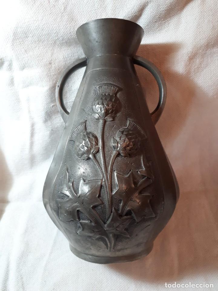 INTERESANTE JARRON DE ESTAÑO ART-NOUVEAU (Antigüedades - Hogar y Decoración - Jarrones Antiguos)