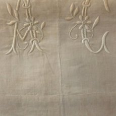 Antigüedades: ANTIGUA SÁBANA DE LINO CON INICIALES A.C.. BORDADAS PRINCIPIO S.XX. Lote 135421626