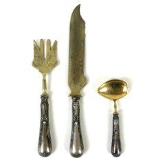 Antigüedades: CUCHARA CUCHILLO Y TENEDOR. PLATA PUNZONADA. ESPAÑA. SIGLO XX.. Lote 135427458