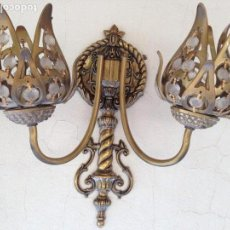 Antigüedades: EXCEPCIONAL LAMPARA APLIQUE PARED BRONCE Y CRISTAL ROCA ARTESANAL, CALIDAD, VINTAGE,ART NOVEAU. Lote 135434086