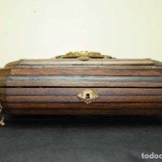 Antigüedades: CAJA ANTIGUA DE MADERA Y BRONCE. Lote 135446898