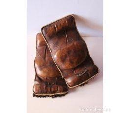 Antigüedades: ANTIGUAS MULLIDAS DE PIEL. Lote 135496570