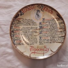 Antigüedades: PLATO PORCELANA DECÁLOGO DEL MEDICO JURAMENTO DE HIPOCRATES PINTADA AL ORO. Lote 135502706