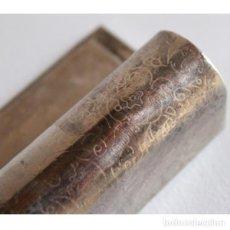 Antigüedades: ANTIGUA Y PEQUEÑA CAJA PARA PINTALABIOS. Lote 135506994