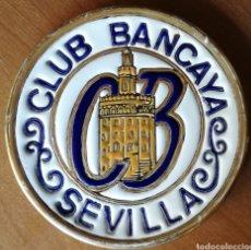 Antigüedades: CLUB BANCAYA. SEVILLA. GIRALDA. ESMALTE ORO DE LEY A MANO. PLATO CERÁMICA. Lote 135559583