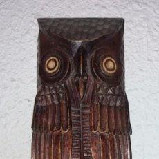 Antigüedades: PAREJA BÚHOS DE MADERA NOBLE. Lote 135559886