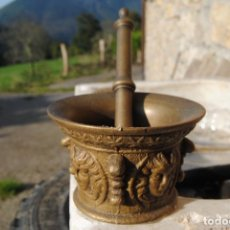 Antigüedades: ALMIREZ MORTERO DE BRONCE DE COSTILLAS Y CARAS S XVIII. Lote 135563046