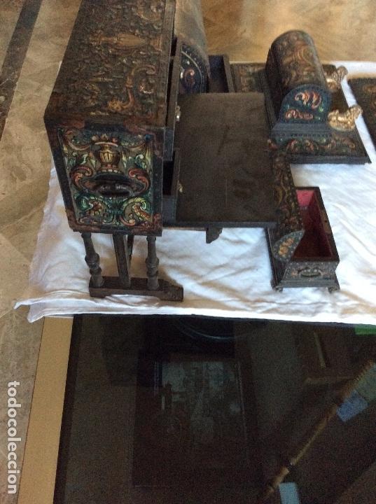 Antigüedades: ANTIGUA ESCRIBANIA, 5 PIEZAS. CUERO REPUJADO. - Foto 9 - 135566718