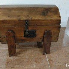 Antigüedades: BAÚL DE MADERA. Lote 135570918