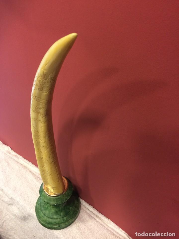 Antigüedades: Simil colmillo de Morsa en resina con peana de marmol - Foto 2 - 135579826
