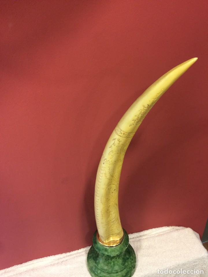 Antigüedades: Simil colmillo de Morsa en resina con peana de marmol - Foto 3 - 135579826