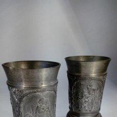 Antigüedades: PAREJA DE VASOS EN ZINC REPUJADO, ESCENAS COSTUMBRISTAS EN ALTO RELIEVE. ALEMANIA. . Lote 135587538