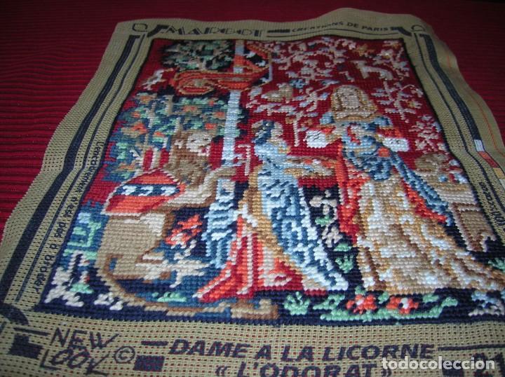 Antigüedades: Antiguo tapiz bordado a mano. - Foto 2 - 135591610