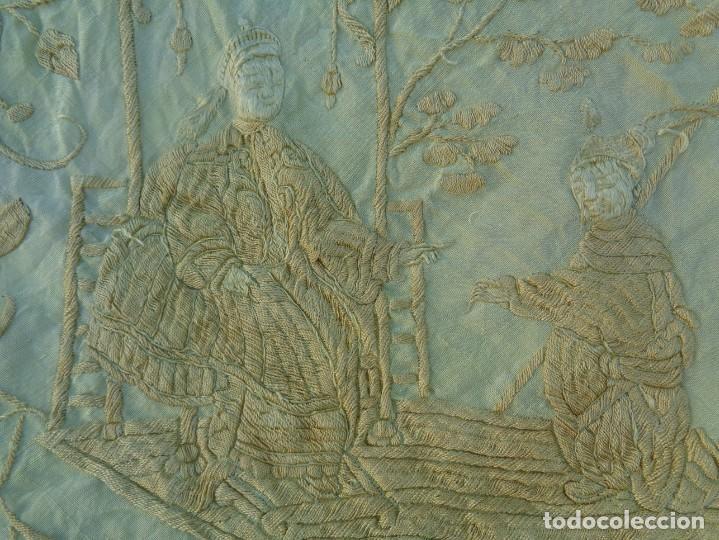 Antigüedades: PRECIOSO Y ANTIGUO GRAN MANTON DE MANILA ISABELINO ALA DE MOSCA CON MOTIVOS CHINESCOS Y FLORALES - Foto 4 - 135606650