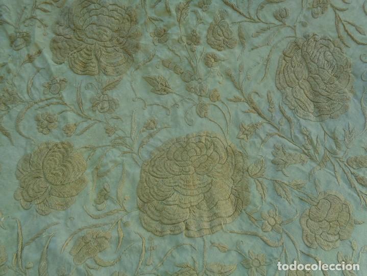 Antigüedades: PRECIOSO Y ANTIGUO GRAN MANTON DE MANILA ISABELINO ALA DE MOSCA CON MOTIVOS CHINESCOS Y FLORALES - Foto 8 - 135606650
