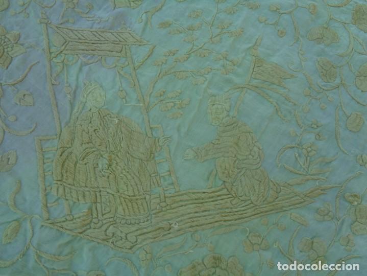 Antigüedades: PRECIOSO Y ANTIGUO GRAN MANTON DE MANILA ISABELINO ALA DE MOSCA CON MOTIVOS CHINESCOS Y FLORALES - Foto 17 - 135606650