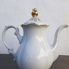 Antigüedades: CAFETERA ANTIGUA EN PORCELANA DE BAVARIA SELLADA MITTERTEICH. Lote 135612438
