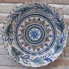 Antigüedades: PLATO ANTIGUO DE TALAVERA DE LA REINA / TOLEDO. FIRMADO.. Lote 135623338
