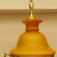 Antigüedades: LAMPARA RESTAURADA DE OPALINA AMARILLO MOSTAZA, ESTILO QUINQUE DE LATON O BRONCE DE LOS AÑOS 60/70. Lote 135643835