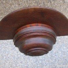 Antigüedades: ANTIGUA PEANA REPISA CORNUCOPIA DE PARED - CASTAÑO ENCERADA, APROX 1930 30*13CM 600GR ALTO 9CM. EXCE. Lote 135667495