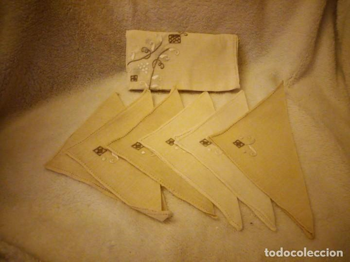 Antigüedades: Bonito y antiguo mantel y 6 servilletas de lino con bordados a mano - Foto 9 - 135723683