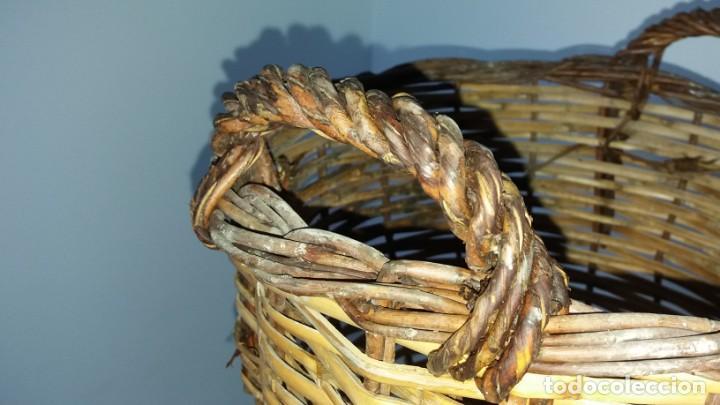 Antigüedades: Antigua cesta de mimbre capazo para fruta setas agricultura ecologica - Foto 2 - 135759026