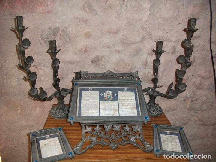 JUEGO DE CANDELABROS, ATRIL Y SACRAS DE IGLESIA, SIGLO XIX. EN BRONCE. (Antigüedades - Religiosas - Varios)