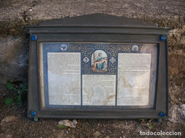 Antigüedades: Juego de candelabros, atril y sacras de Iglesia, siglo XIX. En bronce. - Foto 5 - 135773022